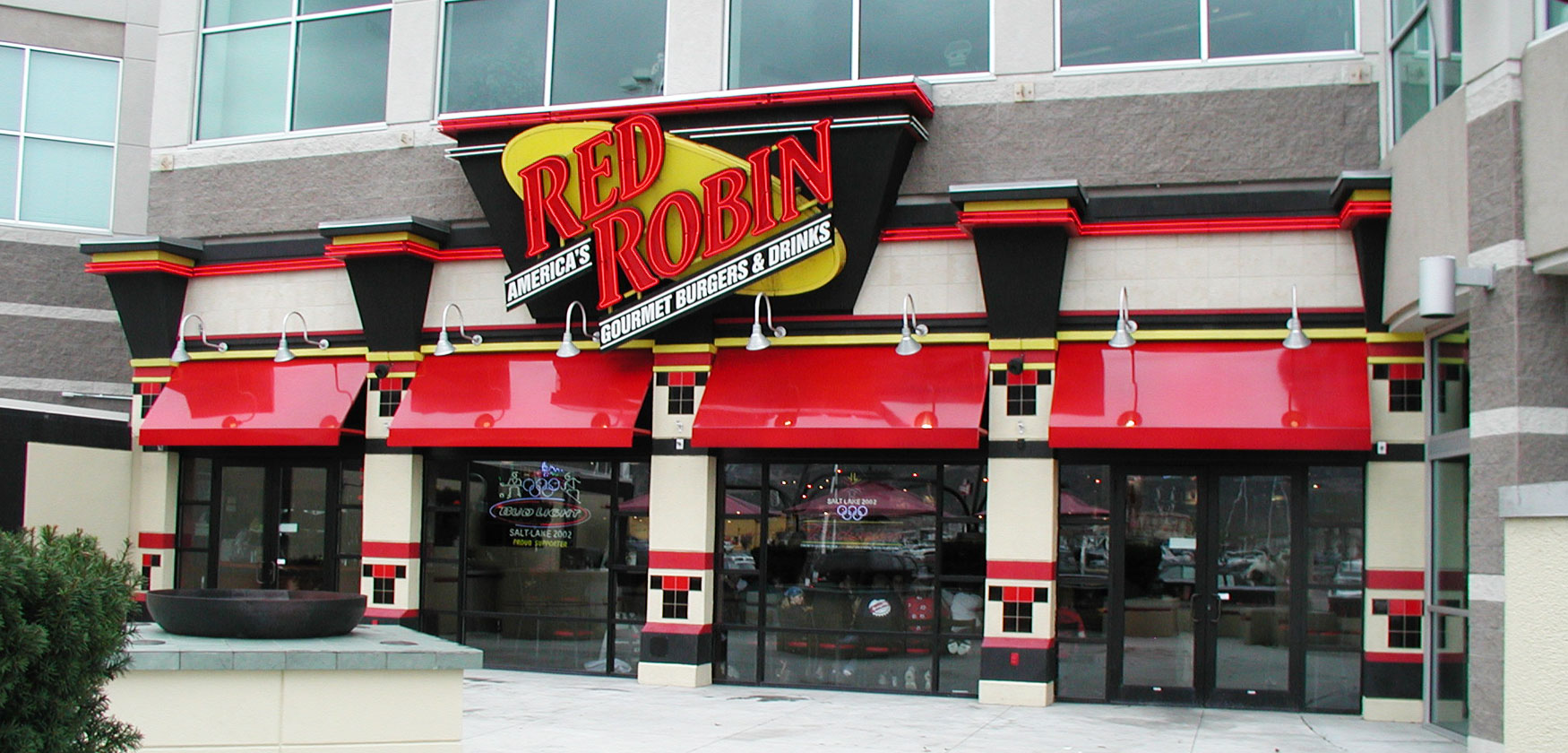 red robin exterior - restaurant construction example